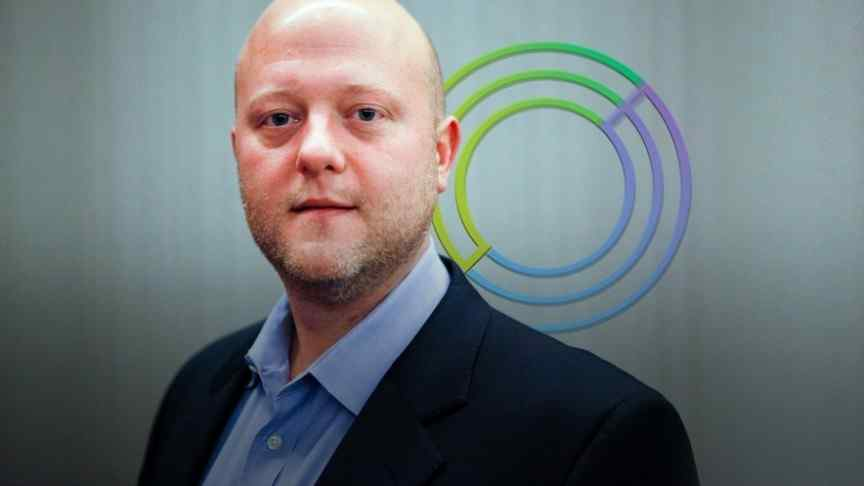 Jeremy Allaire in black jacket and blue shirt, behind him Circle logo