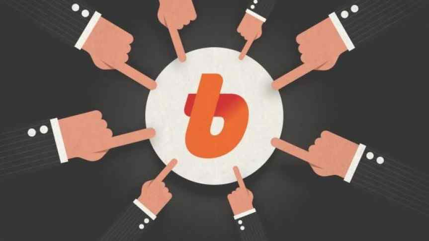 Illustration of businessmen pointing fingers at Bithumb logo, suggesting thus criticism.