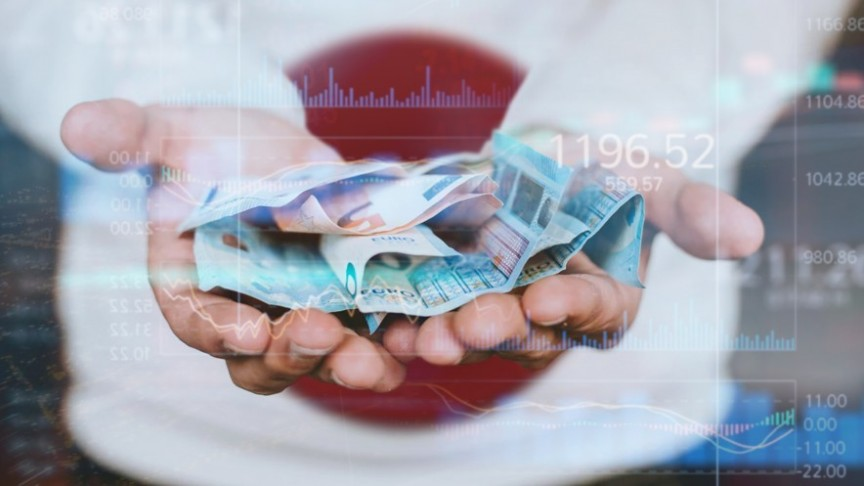 hands held out, holding Euro bills